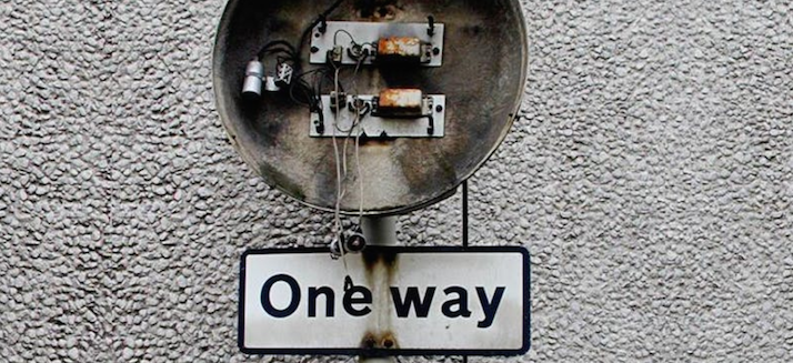 Follow Me I'm Lost - One Way sign pic Antiuni Derive small